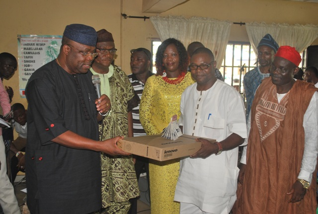Omogbehin Offers Bursary Awards To 230 Undergraduates….. Supports  OSUSTECH with Computer Laptops