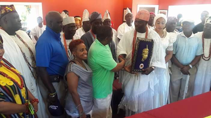 OONI WOOS INVESTORS FOR HIS TOURISM AGENDA AS HE VISITS MARLTON GULF CLUB IN THE US BAGS LIFETIME MEMBERSHIP.