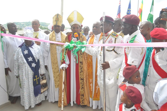 Senator Omogunwa dedicates church as congregation appreciate him for support