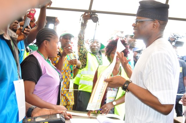 PHOTOS:  PDP Candidate Eyitayo Jegede and  Wife at Gbogi/Isinkan Ward 02, Sacred Heart PU 009 performing their Civic Responsibility