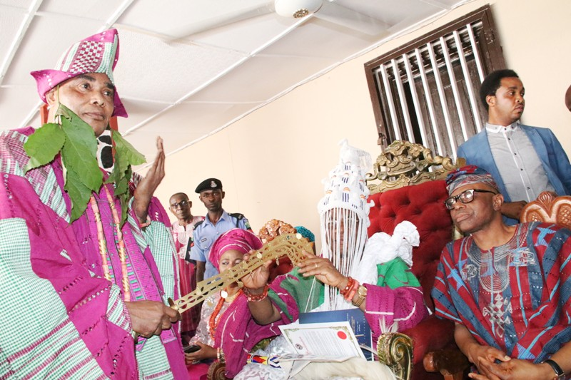 Ondo State Governor, Dr Olusegun Mimiko, Osemawe of Ondo Kingdom, Oba Dr Victor Kiladejo, his wife, Olori Olayinka Kiladejo, and Vice Chancellor of the Ondo State University of Medical Sciences, Prof. Friday Okonofua, during his installation as Gbekoleke of Ondo Kingdom.