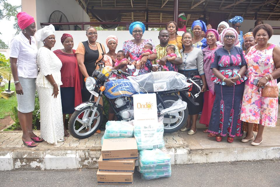 Akeredolu's wife, Betty Donates cash, items to family of  triplet