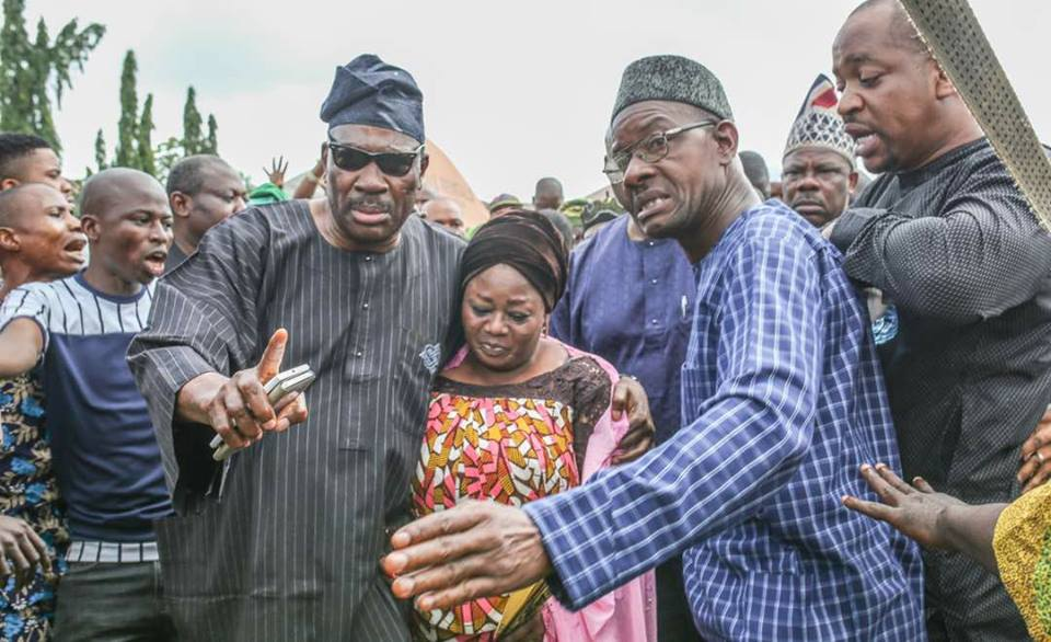 Amosun Attends Final Prayers for Senator Adeleke,   Prevents Angry Crowd from Lynching a politician