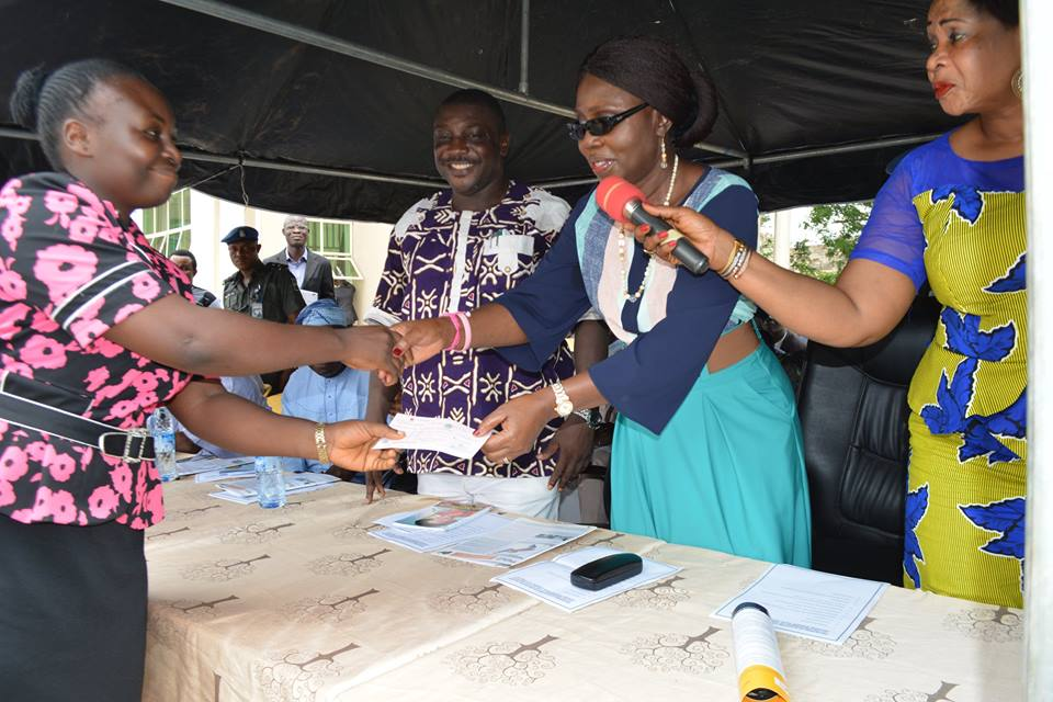 OSOPADEC boss commends Governor Akeredolu as Wife Flags off bursary Payment
