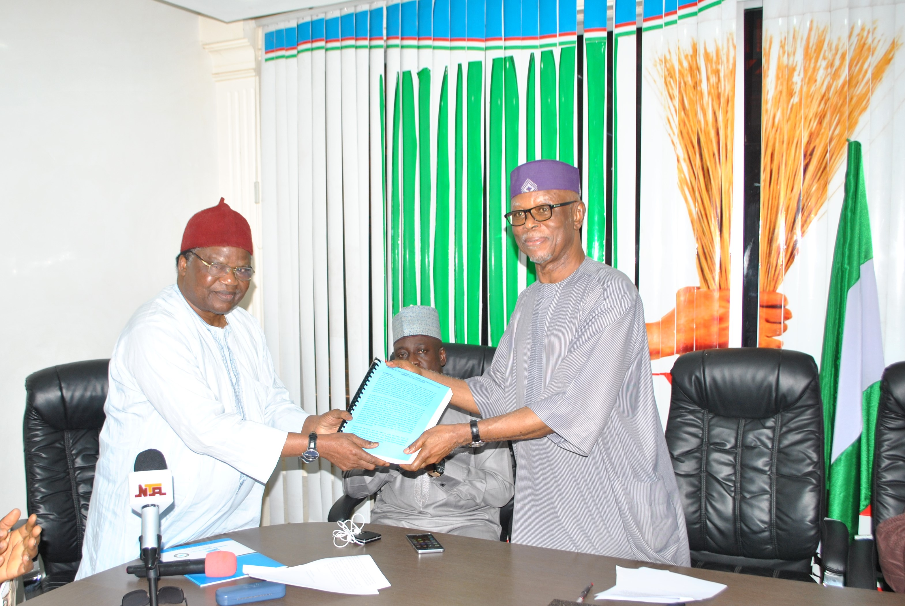 Kogi APC: Fact-Finding, Reconciliation Committee Submits 300-Page Report  Stakeholders Must Compromise To Restore Peace, Says Odigie-Oyegun