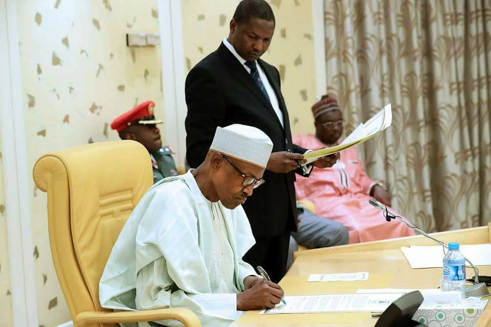 Buhari signs agreements on economy, anti-corruption and security