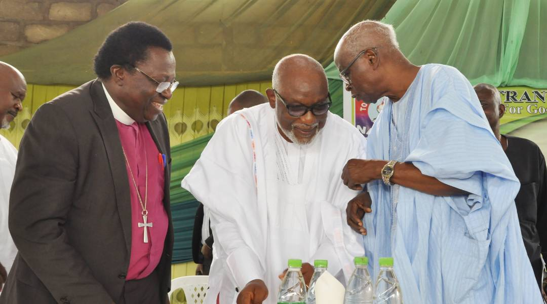 Gov. Akeredolu, Cleric want uprightness integrated into governance