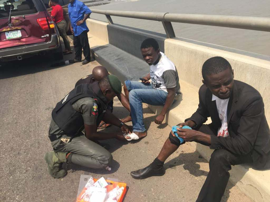 RRS OFFERS EMERGENCY SERVICE TO ACCIDENT VICTIMS ON THIRD MAINLAND BRIDGE