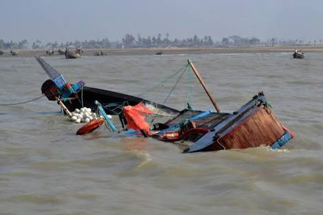 Lagos rescues 19 persons as boat capsize in Oworonshoki …Records One Death