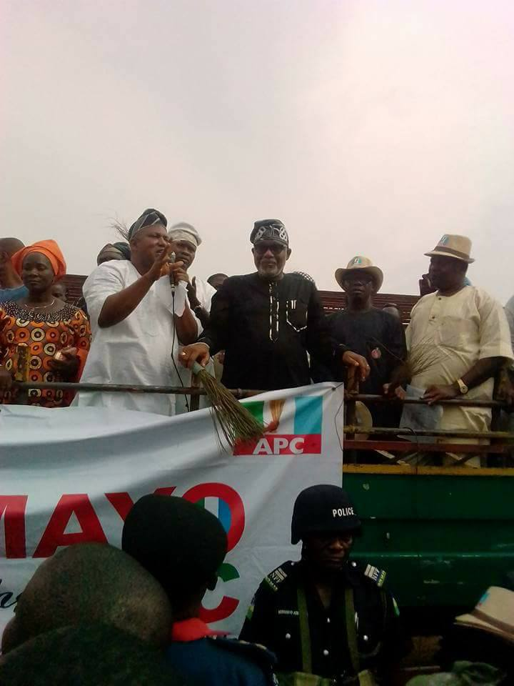 MHR Akinfolarin, Others dump PDP for APC