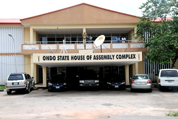 AKUNGBA ACCIDENT:ONDO LAWMAKERS COMISERATE WITH PARENTS OF DEAD STUDENTS, UNIVERSITY AND AKUNGBA COMMUNITY
