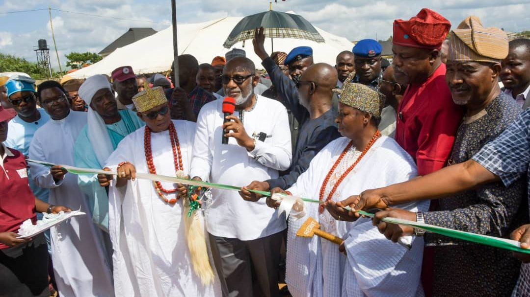 Akeredolu Flags Off Dualization of Oda Road