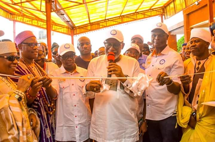 Akeredolu Commissions New CCU Building For UNIMEDTHC