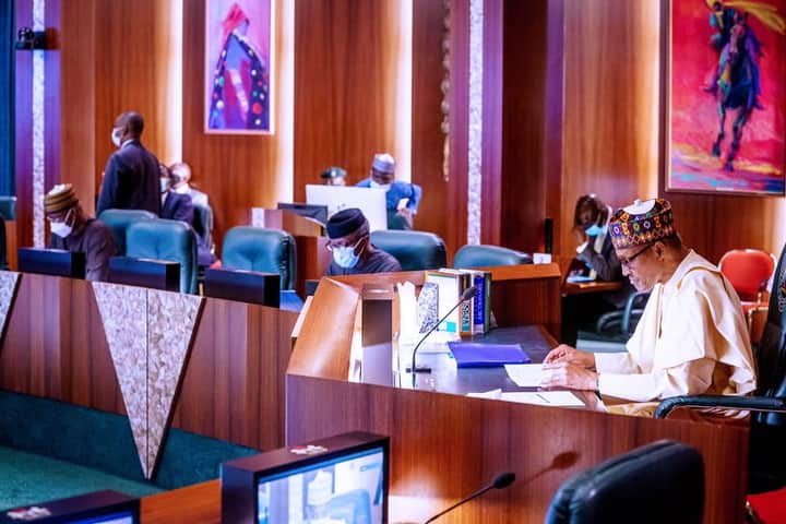 PRESIDENT BUHARI INTERACTS WITH APC GOVERNORS, COMMENDS PARTY CARETAKERS