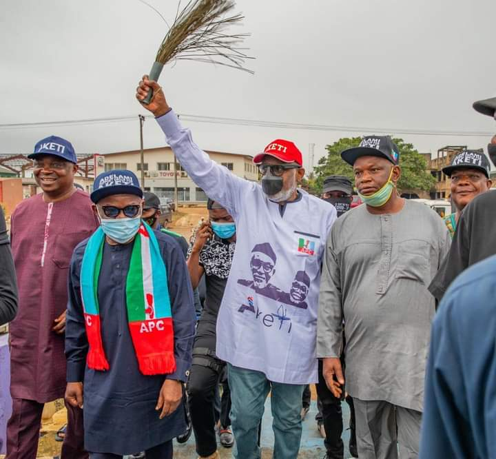 Ondo 2020: Adelami hands over campaign office, structure to Gov. Akeredolu