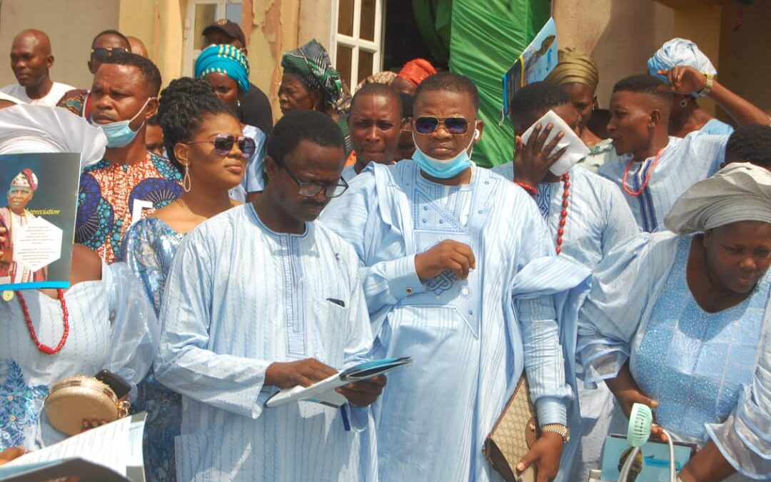 Shina Peller, Fatia Balogun, others storm Iju Odo for Pa. Omosehin's burial